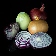 220px-Mixed_onions